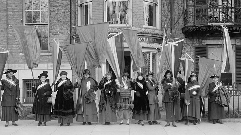 Women in early 1900s picketing for right to vote. Library of Congress.