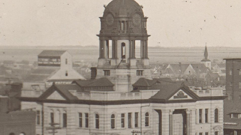 Black and white photo of court house with dome. Public Domain.