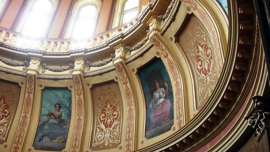 Inside dome of capitol building, By Dave Parker - Own work, CC BY 3.0