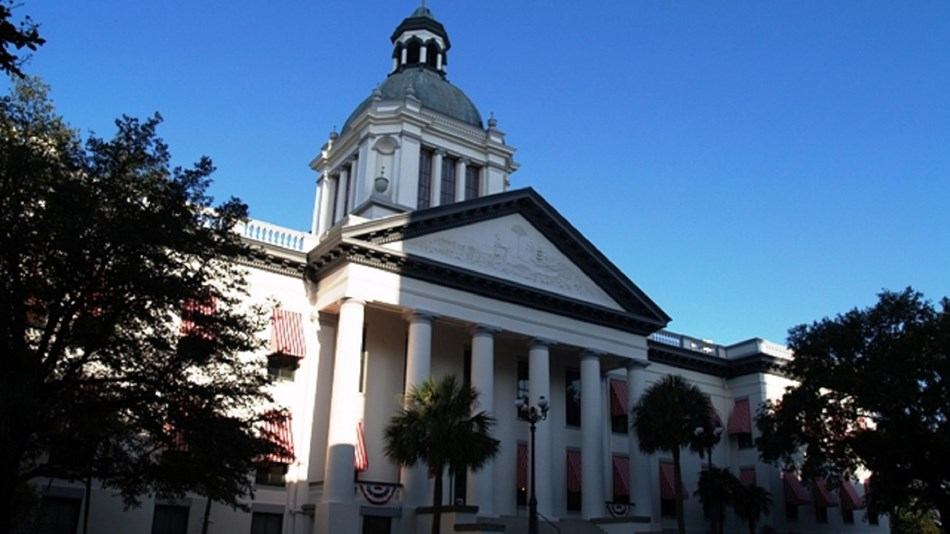 Exterior of the state capitol with cupola. Photo: by Urbantallahassee, Own work, CC BY-SA  3.0