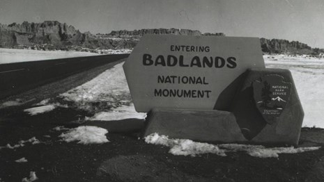 a historic black and white photo of the original park sign: