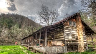 historic cabin located in the heart of the Big South Fork