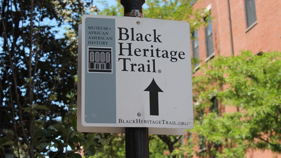 Black Heritage Trail® sign with arrow pointing in the direction of the trail.