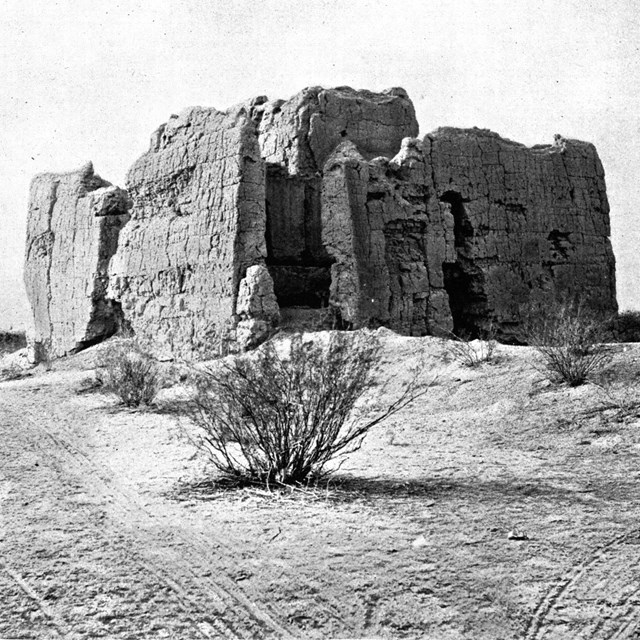 Black and White Photo of the Casa Grande in 1890