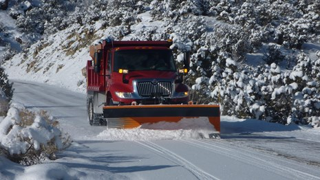 NPS snow plow clearing snow on Rim Rock Drive