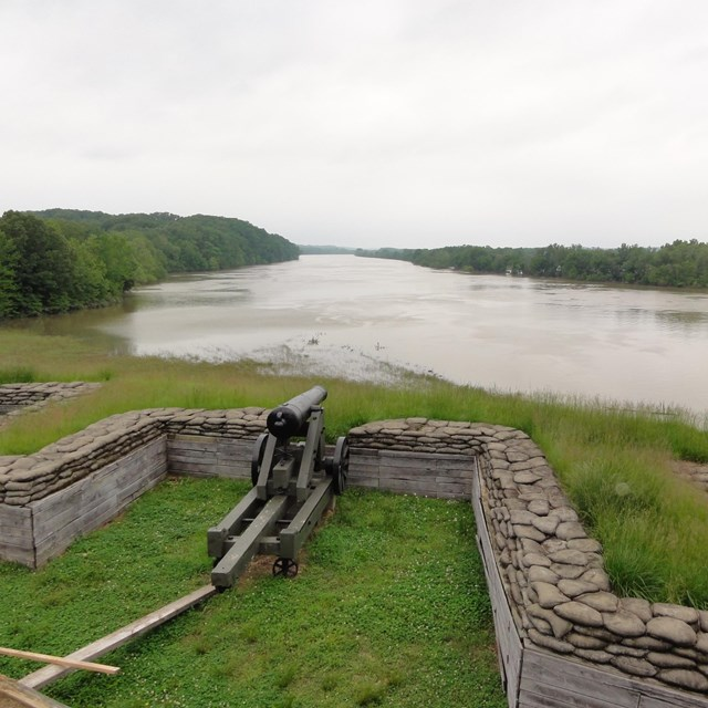 Waterfront artillery (a cannon) at Fort Donelson.