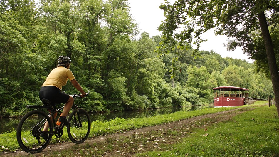 A biker enjoys the Delaware & Lehigh Trail