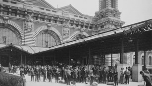 Immigrants line up outside of Ellis Island, photo circa 1910