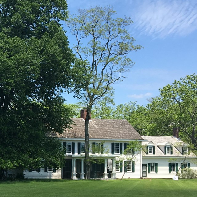 Learn more about the historic home of the Floyd Family online or on a tour.