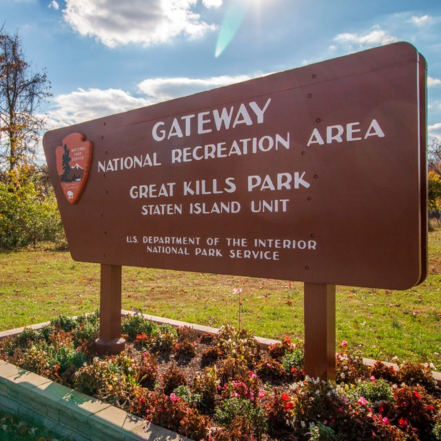 Entrance sign at Great Kills Park
