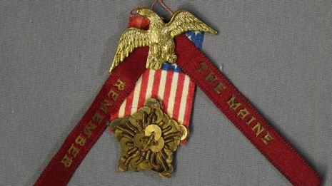 GOGA 44337 Remember the Maine Spanish American War Badge and Ribbon