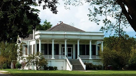 historic plantation home in Louisiana