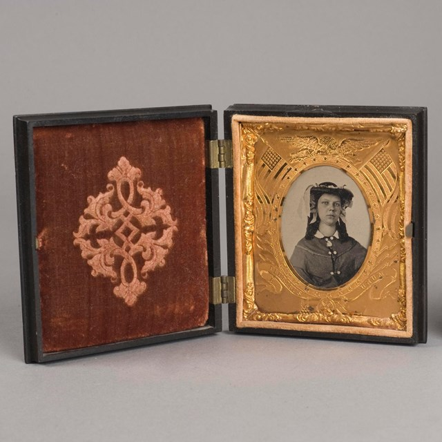 A decorative photo box with an image of a woman