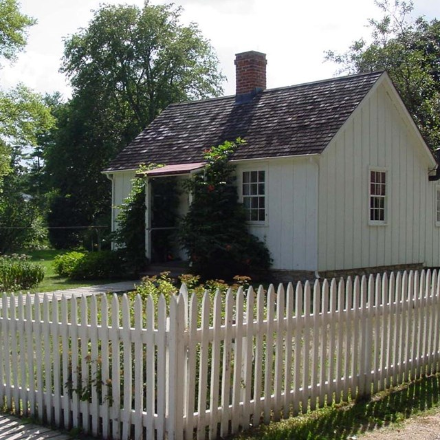 Photo of house with white pickett fence at Herbert Hoover National Historic Site