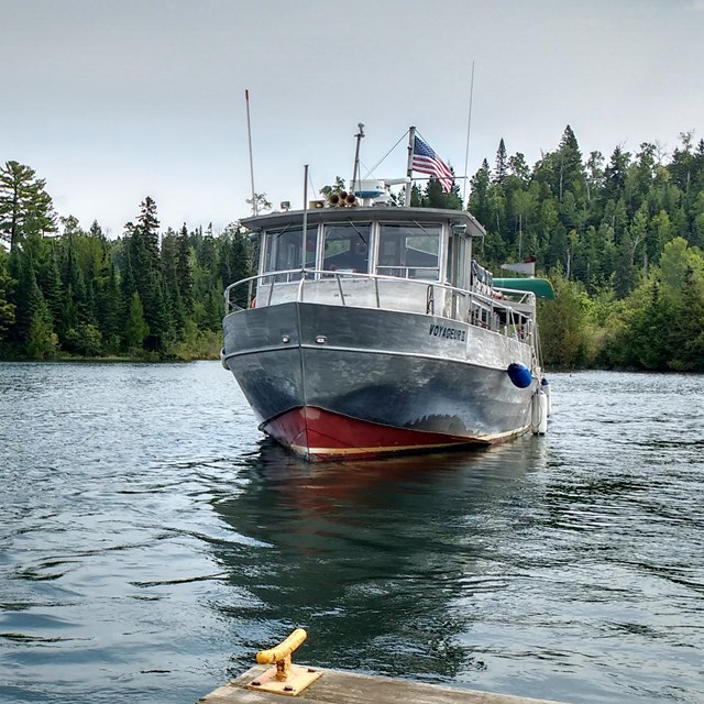 VOYAGEUR II approaches Isle Royale dock.