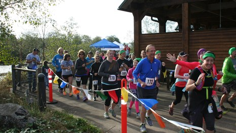 Runners starting the South Slough Scramble