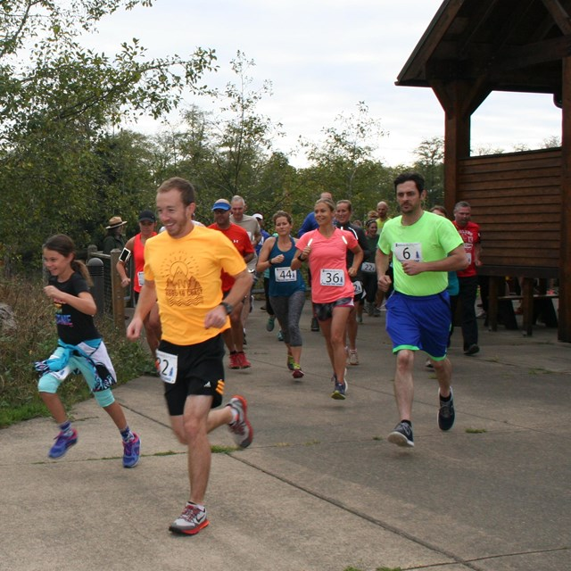 Runners taking off at the South Clatsop Slough Scramble