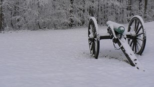 Canon in the snow at Fort Donelson