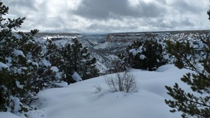 Seen of canyons and mesas covered with snow