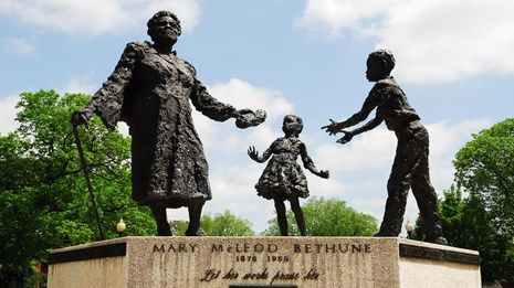 Statue of Mary McLeod Bethune and two children