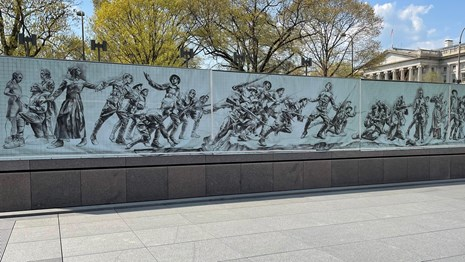 Memorial war depicting fighting in World War I on a memorial plaza