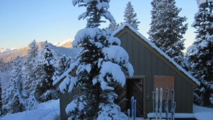 Heavy snows over Deer Park Ranger Station