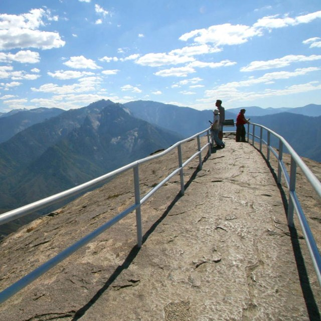 Panoramic views from the top of Moro Rock