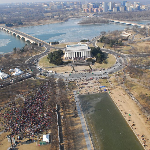 Aerial view of the Lincoln Memorial.