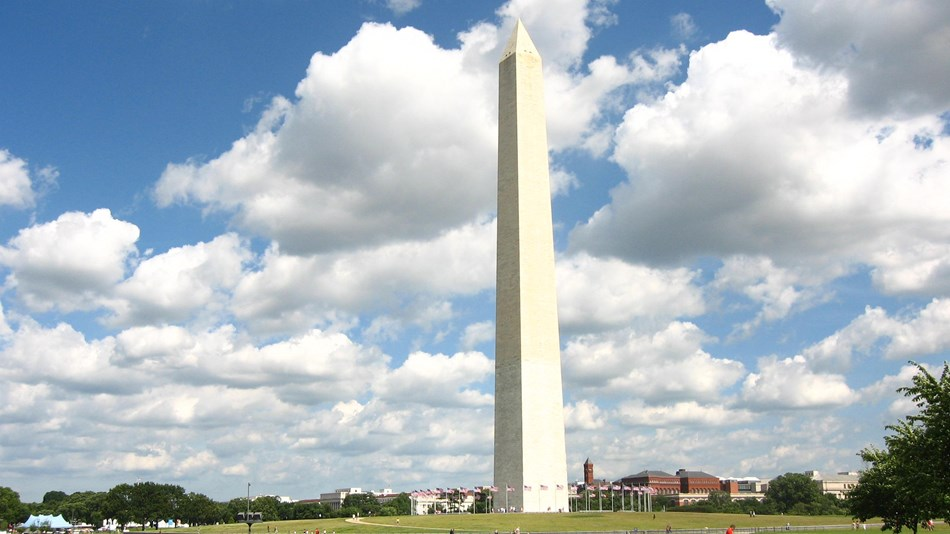 Color photo of the Washington Monument