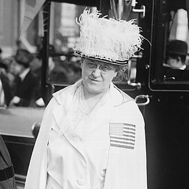 Carrie Chapman Catt (right) in 1917. Library of Congress