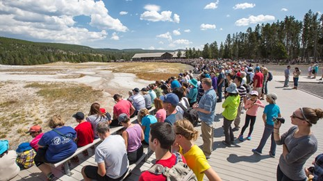 Photo of crowds at Old Faithful