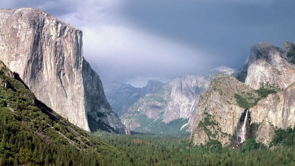 Yosemite Valley - View from Tunnel View