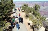 Visitors walking along the greenway between Mather Point and Yavapai Observation Station on the South Rim, Grand Canyon National Park. Tgreen01