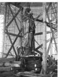 The bronze statue is lowered onto the pedestal in the chamber of the Jefferson Memorial.
