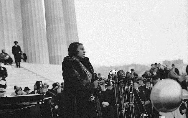 Marian Anderson sings in front of about 75,000 on the National Mall