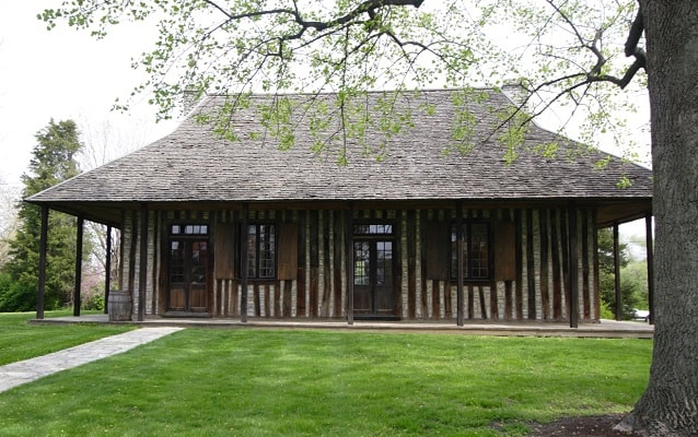 exterior of the old cahokia courthouse in illinois