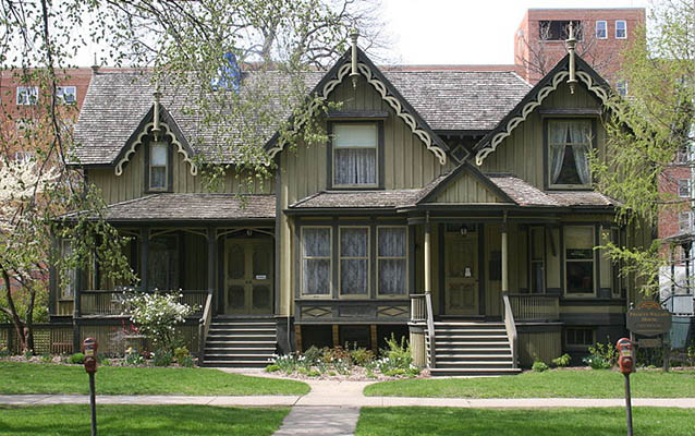 Frances Willard House exterior. Photo by Thshriver, CC BY-SA-3.0