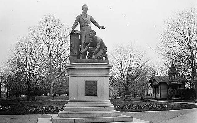 Statue of Abraham Lincoln standing over a kneeling freed slave