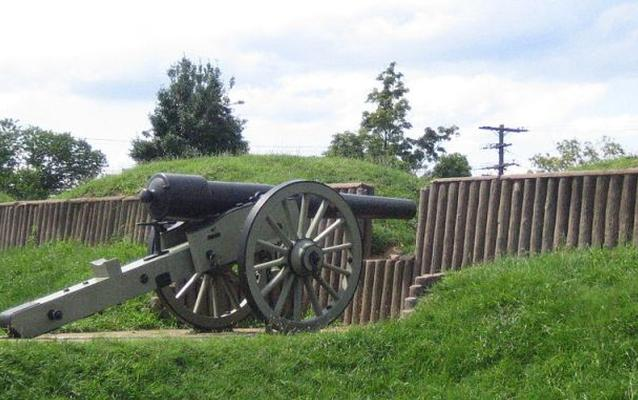 Contemporary photo of a cannon and embrasure at Fort Stevens