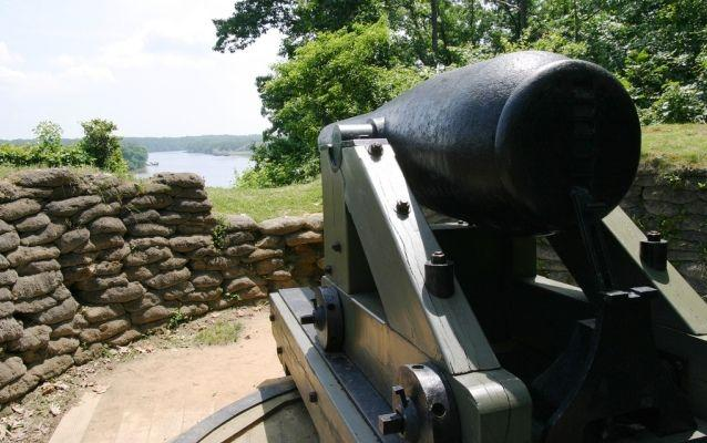 Modern photo of cannon at Drewry's Bluff overlooking James River