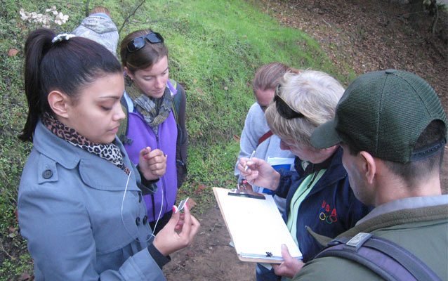 Volunteers and intern help establish the first phenology monitoring site a John Muir NHS
