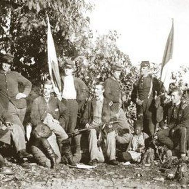 Photo of Union soldiers with signal flags
