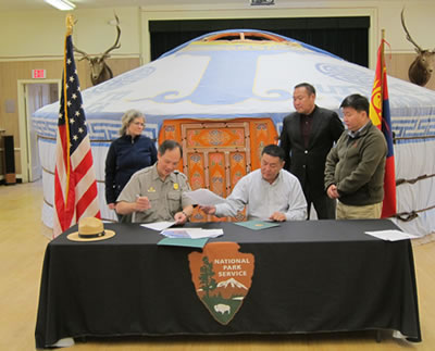 The two park superintendents sign the Sister Park document.