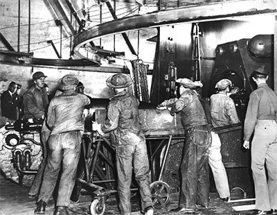 Soldiers load Townsley No. 1 big gun