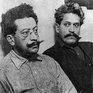 Ricardo Flores Magnon (left) and his brother Enrique, 1917