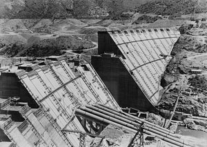 A black and white photo of Shasta Dam under construction