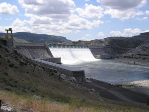 Photo of Grand Coulee with water flowing through on sunny day