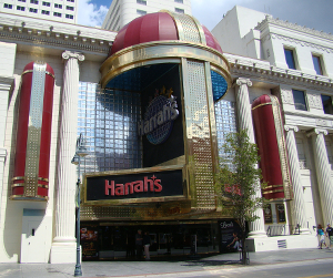 Outside of Harrah's Casino, a large white building with columns and a domed sign