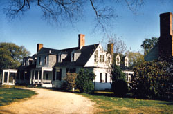 Appomattox Manor and the old kitchen (on the right)