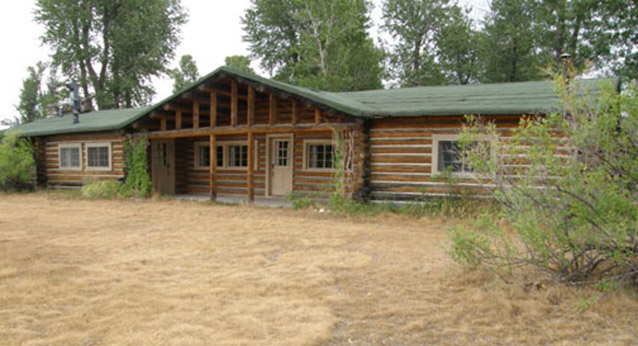 image bed teton park area s property charming the national deal from ha luxury yards hole conservation jackson in cabin grand bordering home beach cabins